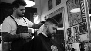 Szakáll festés, haj igazítás férfiaknak, avagy üdv a barberek univerzumában!