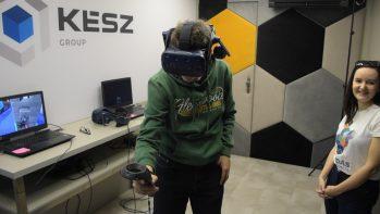 Virtuális Jenga és hegesztés a toronyház tetéjén
