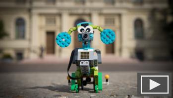 Max, a vakvezető lego robotkutya világot lát