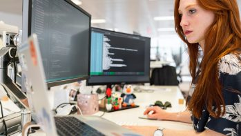 #CodeLikeaGirl - Ingyenes programozó tábor lányoknak