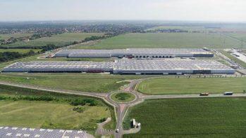 36 ezer napelemből áll Európa legnagyobb tető-napelemparkja, Győrben