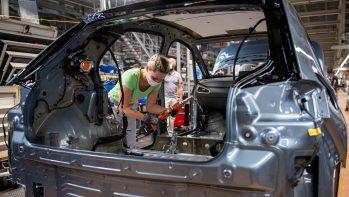 Az e-autógyártás többet hoz, mint visz